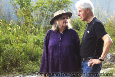 President Clinton and Dr. Biruté Mary Galdikas engrossed in conversation.